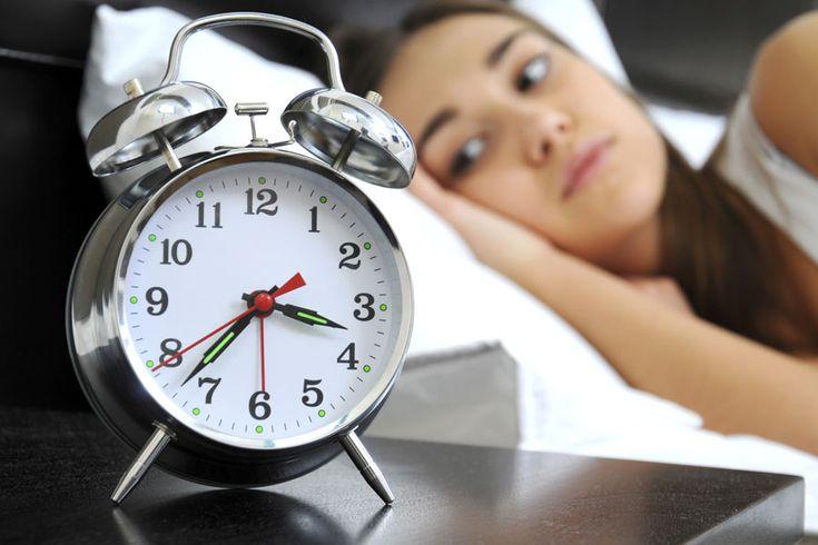 Schlafstörungen: Schlechter Schlaf bei VollmondSchäfchen zählen, warme Milch mit Honig oder Baldrian? Bei Vollmond fällt das Einschlafen