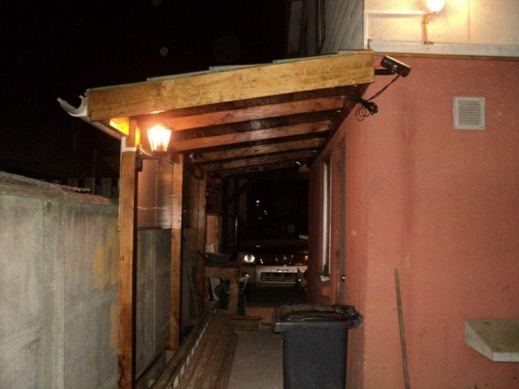 Proyecto Casero - Cobertizo - Falta solo un separador de ambientes, será un pequeño cerco para separar el patio trasero, lugar en donde está la ayudante todo el día, cuando el sol se esconde es duela de todo el patio..