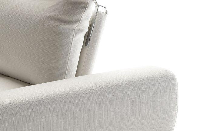 Lory - Il migliore rapporto qualità/prezzo è solo da Dondi Salotti. Design e Made in Italy si fondono per dare forma a prodotti eccezionali come Lory. - #DondiSalotti #divanoangolare #italiandesign #MadeinItaly #qualità. Scopri tutte le caratteristiche su: www.dondisalotti.it