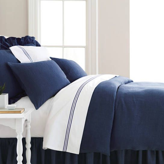 Take a tailored approach to bed dressing with our machine-washable 100% linen duvet cover in a deep indigo. Mix and match with our  Trio Indigo flat sheet, shams, and pillowcases,  Signature Indigo bath rugs and  Signature Banded White/Indigo bath towels.   • 100% linen.  • Knife edge.  • Hidden button closure.