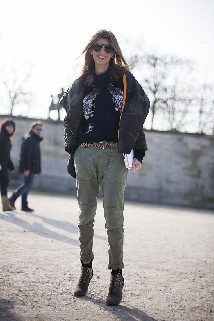 Fotos de street style en Paris Fashion Week: Sara Ruston con top de Proenza Schouler