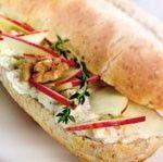 Pistolet met appel, geitenkaas en honing recept - Brood - Eten Gerechten - Recepten Vandaag