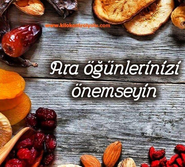 Ara öğünler için çantanızda, iş yerinizde daima yiyebileceğimiz uygun besinler bulundurmanız kan şekerinizi dengede tutmanıza yardımcı olur.  www.kilokontrolyolu.com 0536 612 9009  Whatsapp #kilokontrolyolu #beslenme #araöğün #atıştırmalık #kanşekeri #kan #şeker #ogun #besinler #yoğurt #süt #kuruyemiş #bar #çorba #salata #yeşillik #meyve #kurumeyve #sağlık #badem  (Kilo Kontrol Yolu 0535 352 2158)