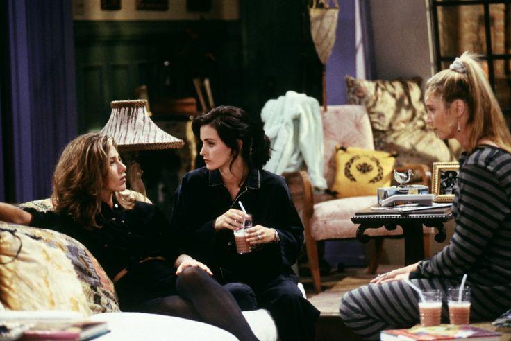Monica Geller (Courteney Cox), Rachel Green (Jennifer Aniston), Phoebe Buffay (Lisa Kudrow) ~ Friends Episode Stills ~ Season 1, Episode 4 ~ The One With George Stephanopoulos #amusementphile