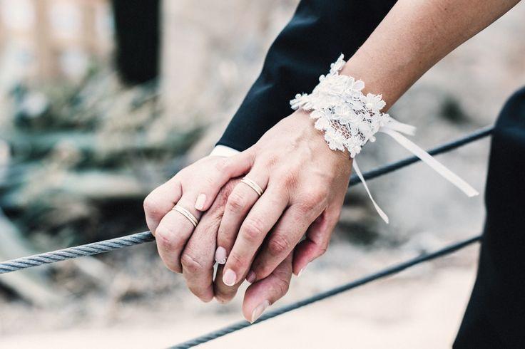 Andrés y Olga luciendo, ya como marido y mujer, sus alianzas de boda Argyor <3
