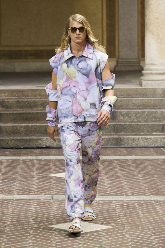 MMU S/S 2015 - Julian Zigerli See all fashion show at: http://www.bookmoda.com/?p=18165 #summer #SS #catwalk #fashionshow #menswear #man #fashion #style #look #collection #milan #fashionweek #julianzigerli