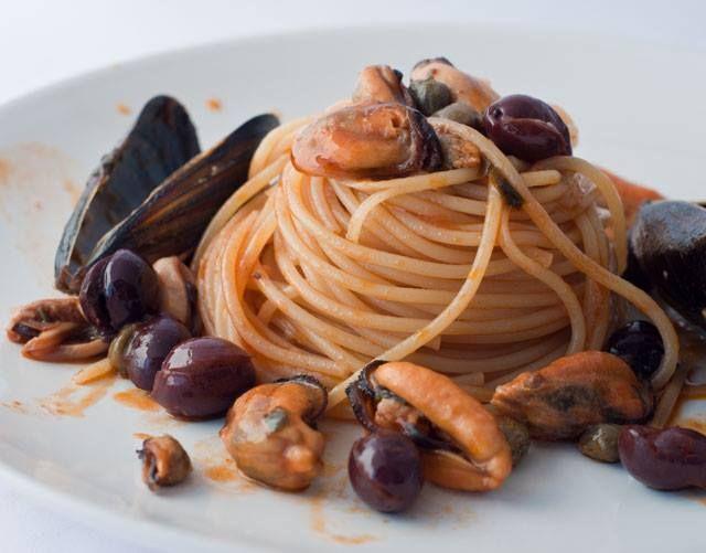 Appunti di cucina di Rimmel: Spaghetti con cozze olive e capperi