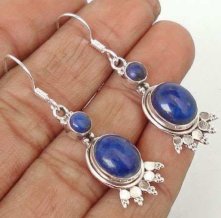 ARTESANÍA CHILENA:El lapislázuli es una gema de característico color azul, muy apreciada en joyería desde la antigüedad, y que actualmente se extrae en Chile