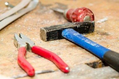 Il #martello è uno degli strumenti principali da possedere in una #cassettadegliattrezzi. Scopri le sue caratteristiche! #utensililegno #lavorarelegno #tools #chiodi #martelli #mazza #mazzuoli #attrezzifalegnami #falegnami #ecommerceutensililegno