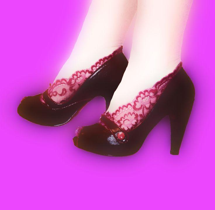 Meias de renda, Pés de anjo rendados. Finas sapatilhas em renda para proteger e embelezar os seus pés. Em várias cores e modelos. Encomendas: asmocasquecosturam@gmail.com   #lace #feet #lingerie #gift #wedding #accessorios #lace #pesdeanjo #renda #pesdeanjorendados #meiasderenda #meiasrendadas #renda #rendada #rendado #sapatilhas #ponteirinhas #ponteiras #ponteirasrendadas