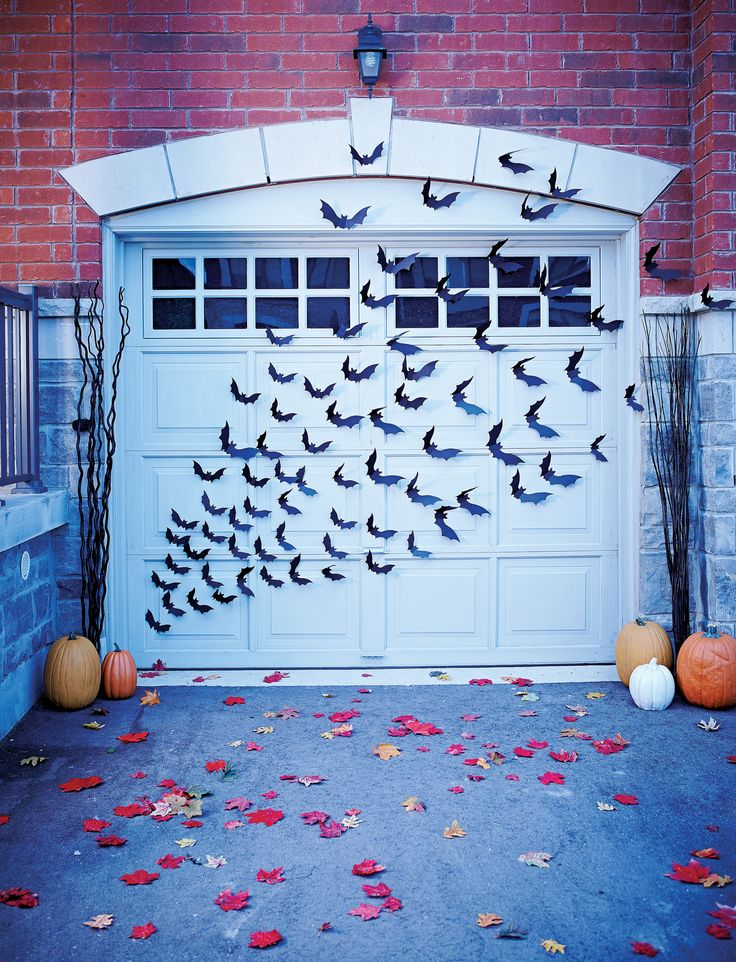 You would have to be blind as a bat not to love these Halloween #decorations from @livebettermag. #halloween #diy
