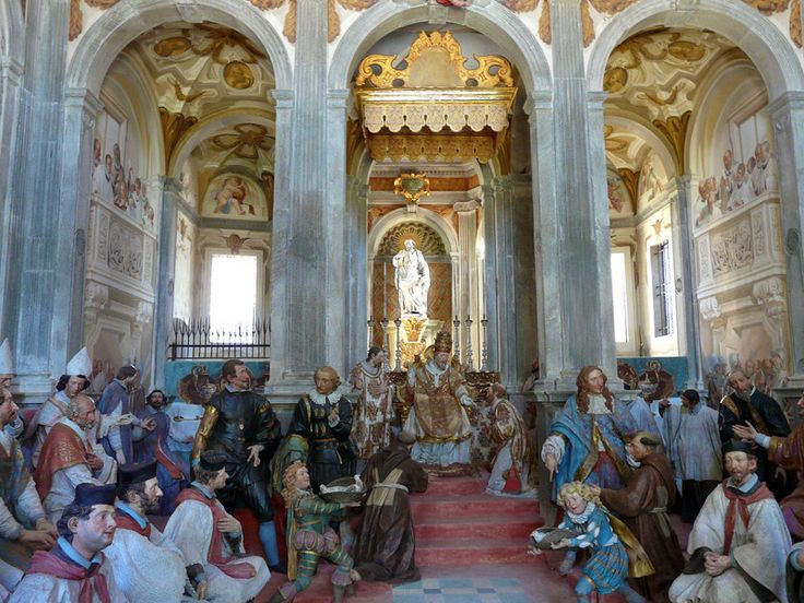 Chapel scene ad Sacro Monte di Orta in Orta San Giulio, #Italy. All wood carved figures that look very lifelike