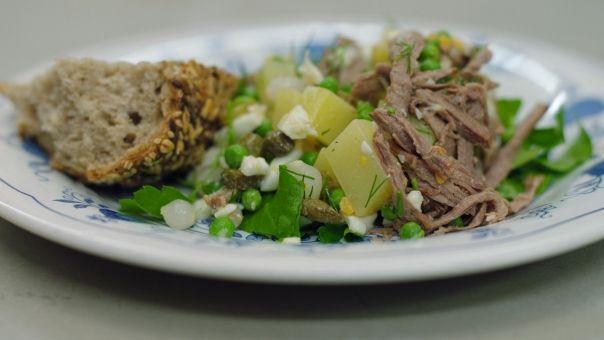 dagelijkse kost / huzarensalade met roggebrood