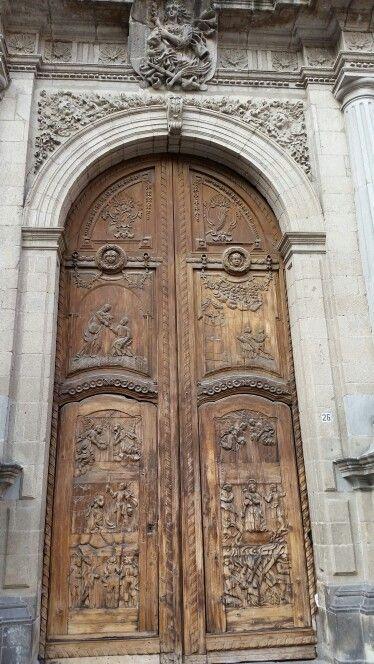 Portón del Templo de Santa Inés. Junto al Museo José Luis Cuevas