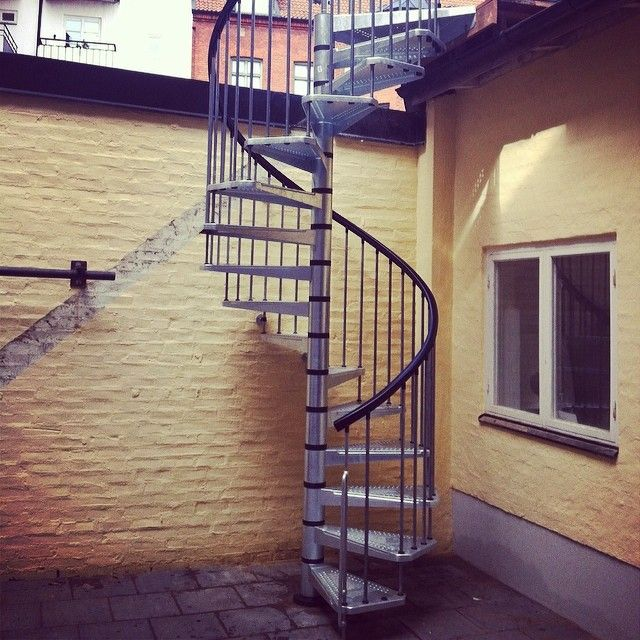 Modell Civik Zink #fontanot #modidesign #modi #spiraltrappa #outsidestair #utetrappa #zink #design #industrial #industridesign #madeinitaly #rawdesign #försäljning #billig #helsingborg #stair #spiralstair #scala #arke #kittrappa
