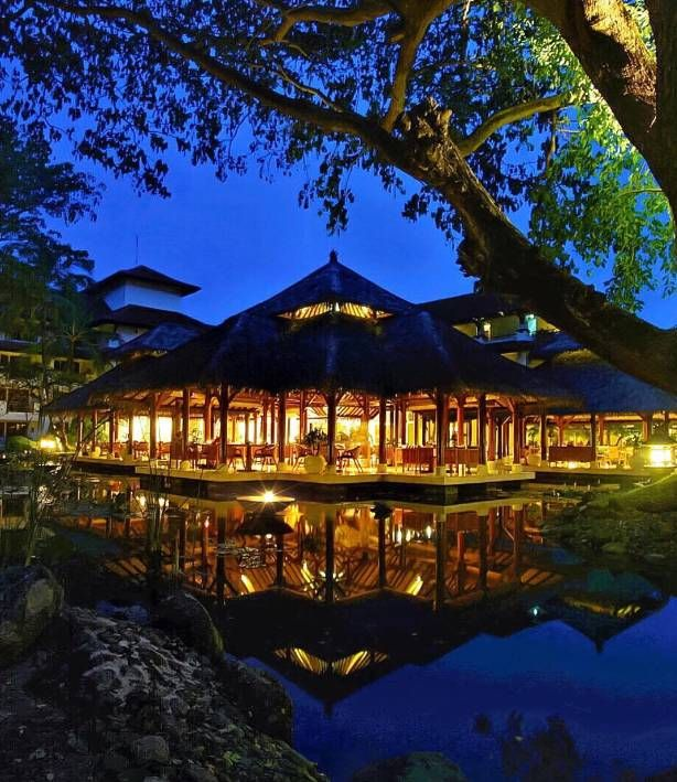The night is yours. Dine beneath the stars and discover the world of Balinese culture at Grand Hyatt Bali.