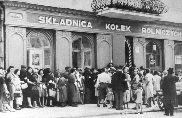 Jaslo, Poland, Jews gather in a shop doorway.