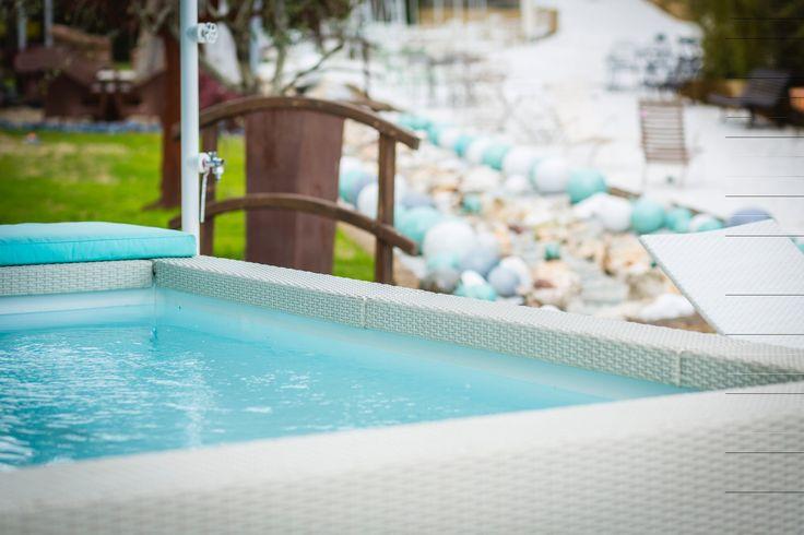 Dettagli della piscina fuori terra con cuscino