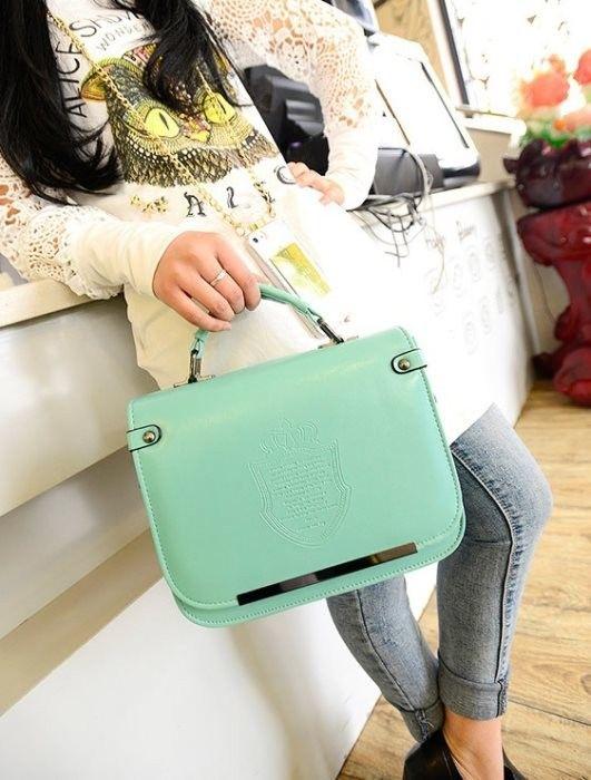 Tas kerja yang tetap bernuansa fashion, simple dan ringkas