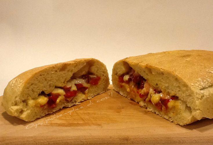 Pizza ripiena di peperoni e mortadella, ricetta. http://blog.giallozafferano.it/oya/pizza-ripiena-di-peperoni-e-mortadella/