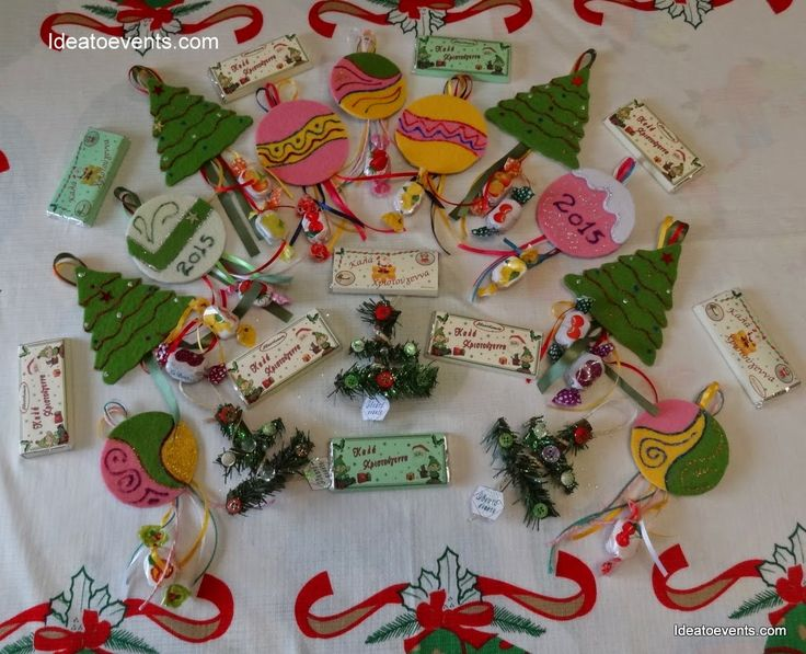 Christmas handmade felt deco & Chocolates! Χριστουγεννιάτικη χειροποίητη διακόσμηση απο τσόχα σε πολλά χρώματα με κορδέλες και καραμελίτσες. Δεντράκια, μπαλίτσες,σοκολατίτσες και άλλα πολλά!