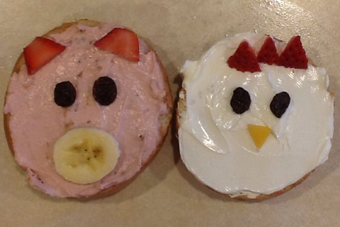 farm animal snacks for preschoolers made these mini bagel pigs and chickens for preschool 905