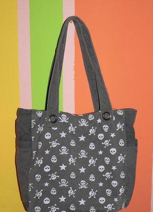 Kupuj mé předměty na #vinted http://www.vinted.cz/damske-tasky-a-batohy/tasky-pres-rameno/156902-taska-pres-rameno-s-lebkami