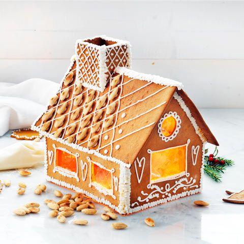Gör ett pepparkakshus! Här hittar du 2 olika mallar och tips på hur du bäst sätter ihop huset med smält sockerblandning och garnerar med kristyr.