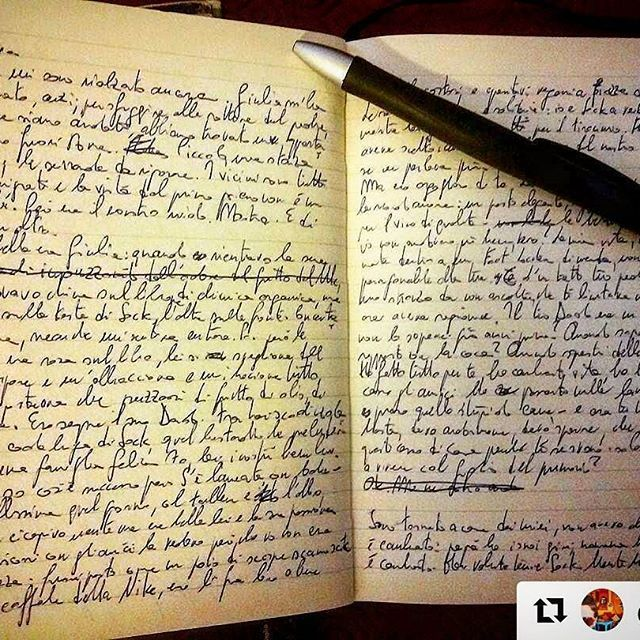 Racconti che nascono dalla scrittura a mano. #ScattiDiScrittura  #regram #repost #handwrite #handwriting #writing #pen #paper #tale #penna #racconto #wordstagram #wordsonpaper #photooftheday #picoftheday #shotoftheday