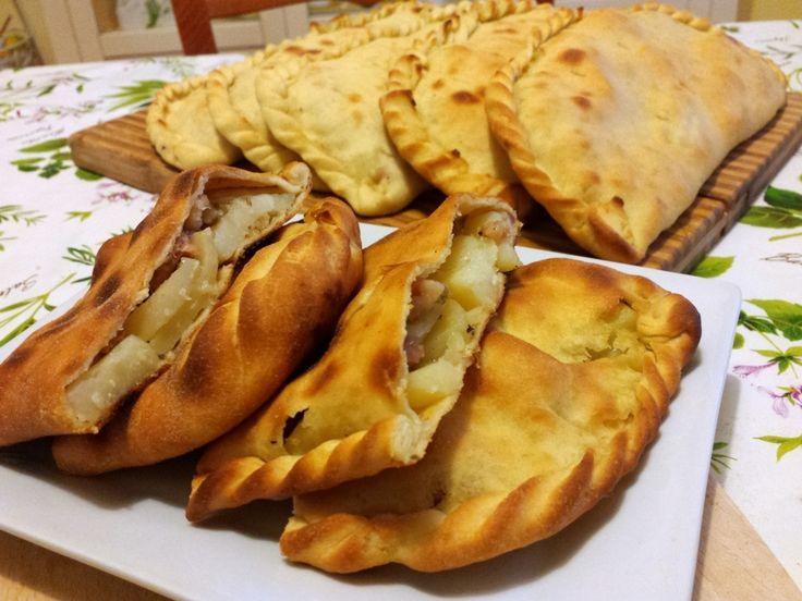 Scacciate siracusane patate e Salsiccia | Ricette in Armonia