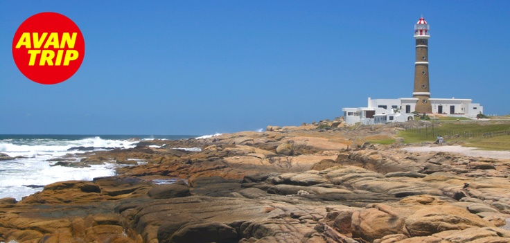 Uruguay nos sigue sorprendiendo!! En el nordeste se encuentra Cabo Polonio, es el lugar ideal si realmente queres tranquilidad y solamente descansar.    Tiene lindas playas, anchas y cálidas, la presencia del faro, puestos de artesanías locales, y tres pequeñas islas donde reside una colonia de lobos marinos. Por la noche, el pueblo se viste de velas y faroles hasta la madrugada.    #Uruguay #CaboPolinio #Viaje #Avantrip