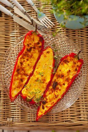 Paprikaschtoten mit Feta gefüllt   http://eatsmarter.de/rezepte/paprikaschtoten-mit-feta-gefuellt