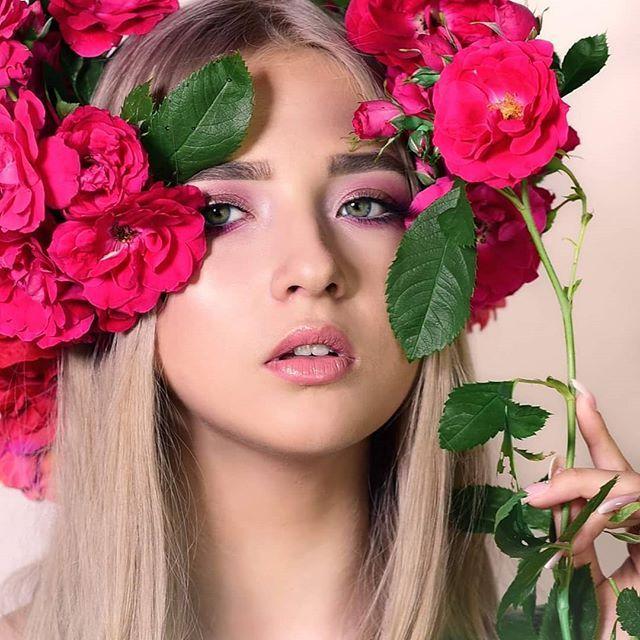 New The 10 Best Eye Makeup Ideas Today With Pictures Kwiaty We Wlosach Makijaz Wizaz Wizazystka Wizazk Eye Makeup Beauty And Personal Care Beauty