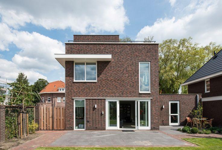Het ontwerp van villa Van der Heyden is uitermate geschikt voor een hoekperceel.