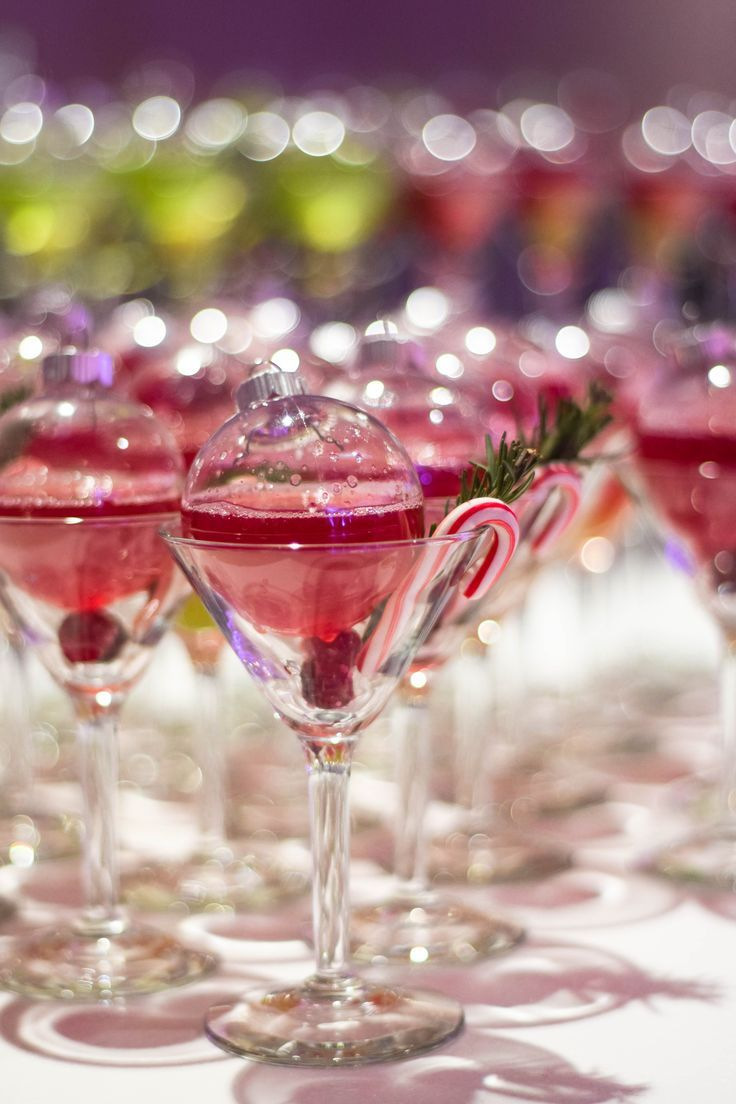 Pin By Emily Peffer On Holiday Party In 2019 Christmas Drinks Christmas Martini Holiday Drinks In 2020 Christmas Drinks Christmas Party Menu Holiday Drinks