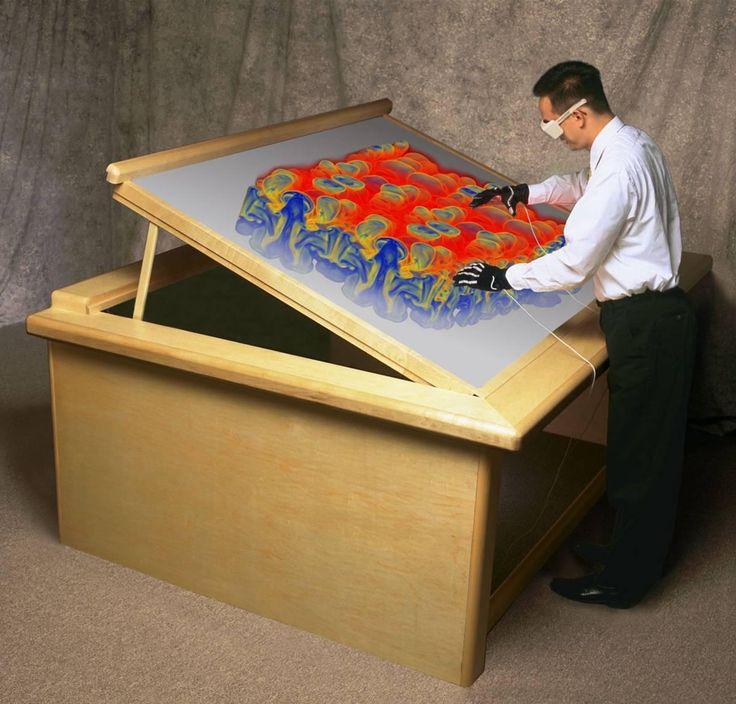 Workbench Es un sistema de realidad virtual semi-inmersiva, ya que las gafas no cubren por completo el campo de visión, y el usuario es consciente de que se encuentra en un entorno real si aparta la vista de la mesa de trabajo. Es decir, no hay un mundo virtual que pueda explorar, sino que el usuario se encuentra en un entorno real con objetos virtuales que puede manipular.  Existen diferentes campos de aplicación para la mesa de trabajo virtual. Uno de los más relevantes podría ser la…