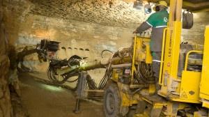 Добыча сланца в шахте
