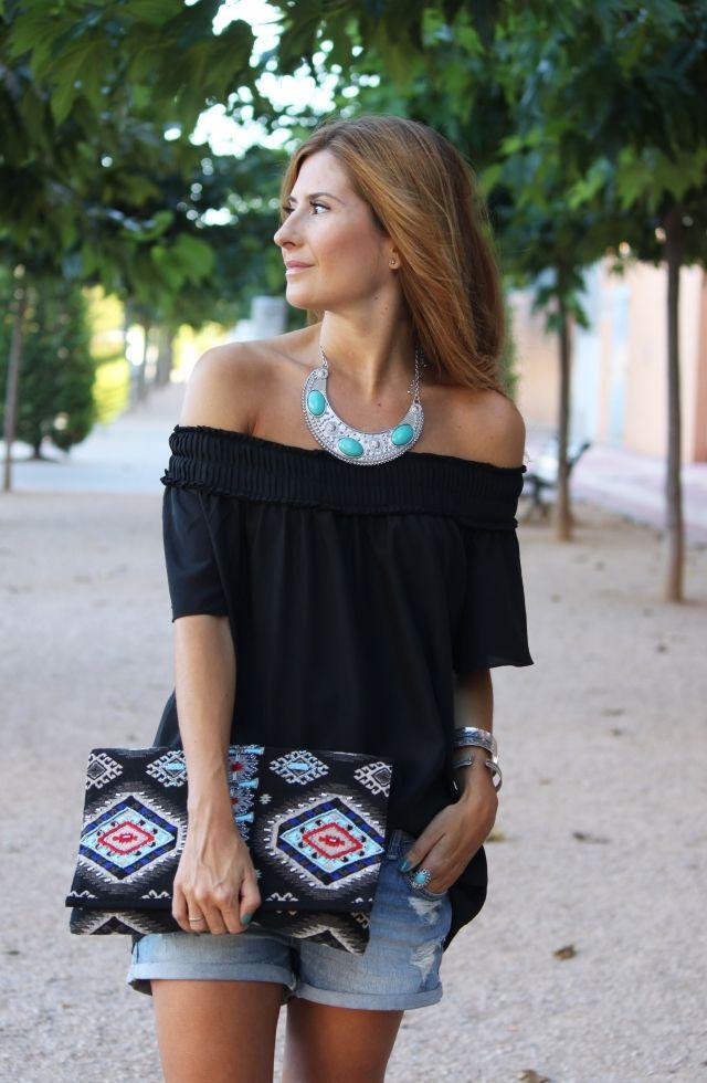 Ethnic Look. Silver Details. A trendy life. #ethnic #trendy #silver #summer #summerlook #suiteblanco #mango #zara #ethnicclutch #outfit #fashionblogger #atrendylife www.atrendylifestyle.com