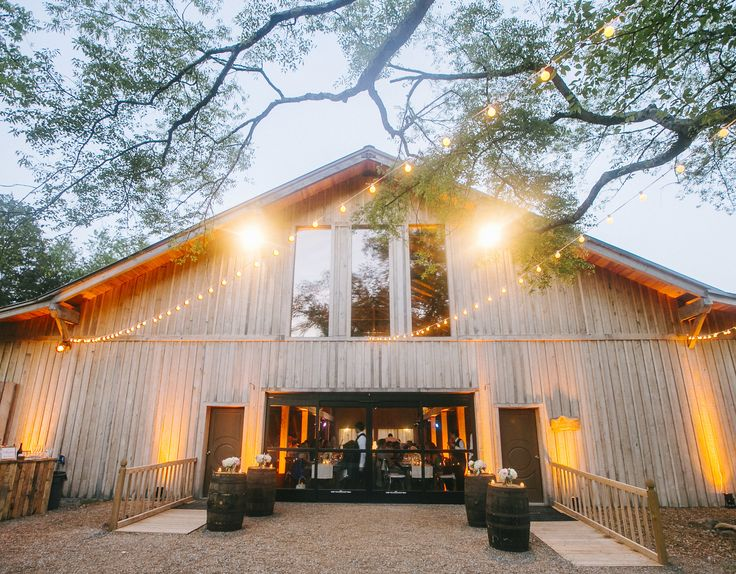 Charming Rustic Farm Wedding in Nashville at Green Door Gourmet | Barn weddings Wedding and Weddings & Charming Rustic Farm Wedding in Nashville at Green Door Gourmet ... pezcame.com