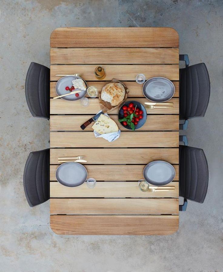 CORE DINING ekskluzywne meble Cane-line. Projekt: Foersom & Hiort-Lorenzen MDD.