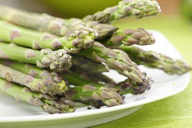Salad of smoked salmon, radish, asparagus, toasted almonds and Pomegranate Molasses Dressing – Recipes – Bite