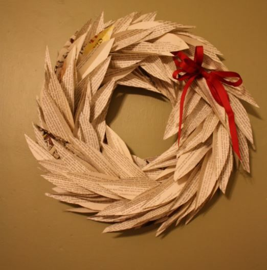 Book Leaf Wreath | This book page crafts is so stunning, isn't it?