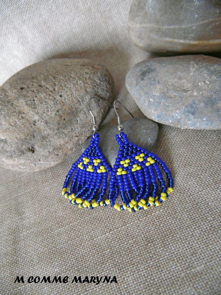NOUVEAUTÉ Boucles d'oreilles ethnique ethnochic Miyuki tissée main indien huichol Bleu et jaune Bohostyle Bohemian Bohochic : Boucles d'oreille par m-comme-maryna