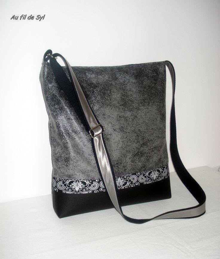 sac bandoulière en suédine grise et simili cuir . : Sacs bandoulière par au-fil-de-syl