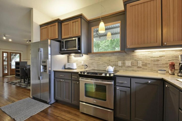 Best 20 Shining Examples Of The Two Toned Kitchen Cabinet Trend 400 x 300