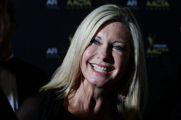 Olivia Newton-John Photos Photos - Olivia Newton-John arrives at the 2012 AACTA awards at the Sydney Opera House on January 31, 2012 in Sydney, Australia. - 2012 AACTA Awards - Arrivals