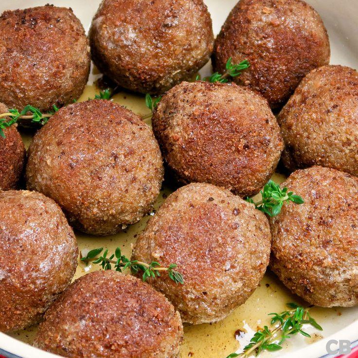 Een fijn recept van de foodblog Culinaire Bagage:echte Limburgse gehaktballen met mosterdmayonaise. Snipper de sjalotjes en…