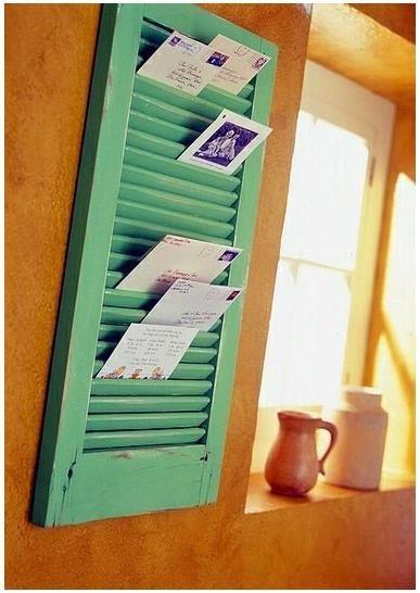 窓のシャッターを手紙ホルダーに