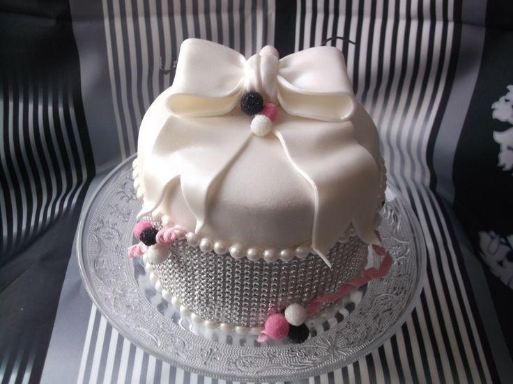 g teau d 39 anniversaire bling bling maguy 39 s cakes essonne cake desserts et food. Black Bedroom Furniture Sets. Home Design Ideas