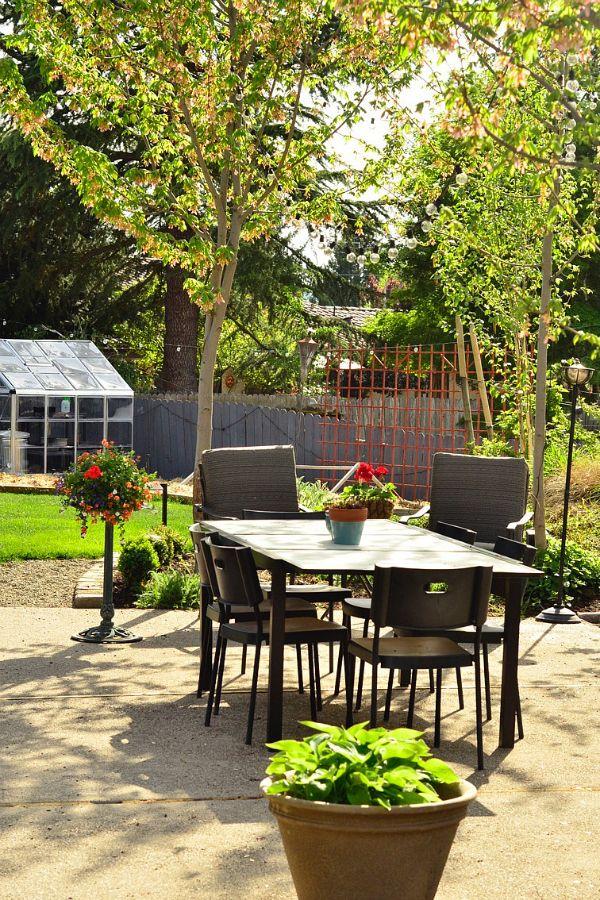 DIY Garden Project: Lowe's Home Improvement Polycarbonate Greenhouse reluctantentertainer.com